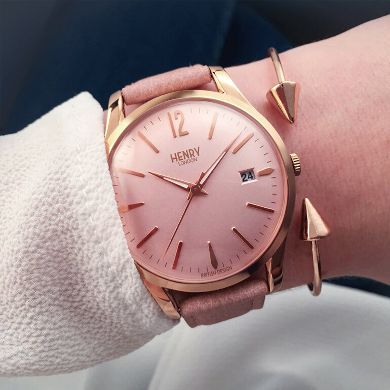Màu hồng thời trang phù hợp với nhiều bạn nữ