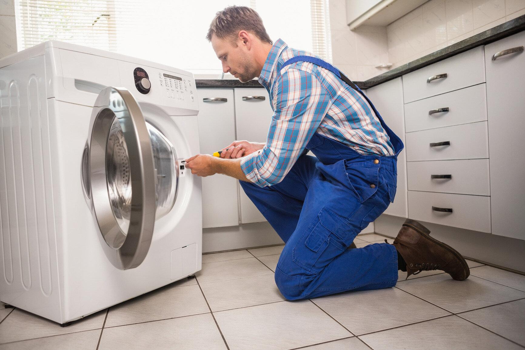 Bạn nên liên hệ với thợ sửa chữa máy giặt để giải quyết vấn đề một cách nhanh chóng