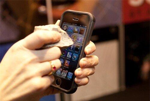 iphone5-sapphire-4492-1390492575.jpg