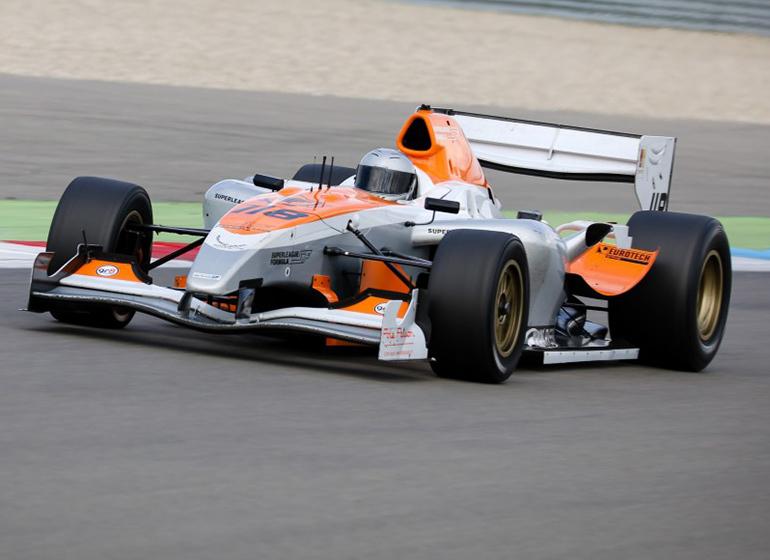 Động cơ của xe đua F1 phải có sức mạnh và dễ điều khiển