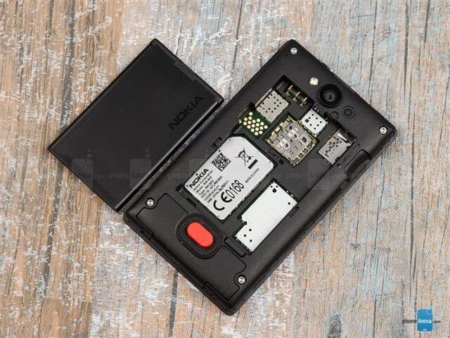 Một cái nhìn tổng quan bên trong khay SIM và pin