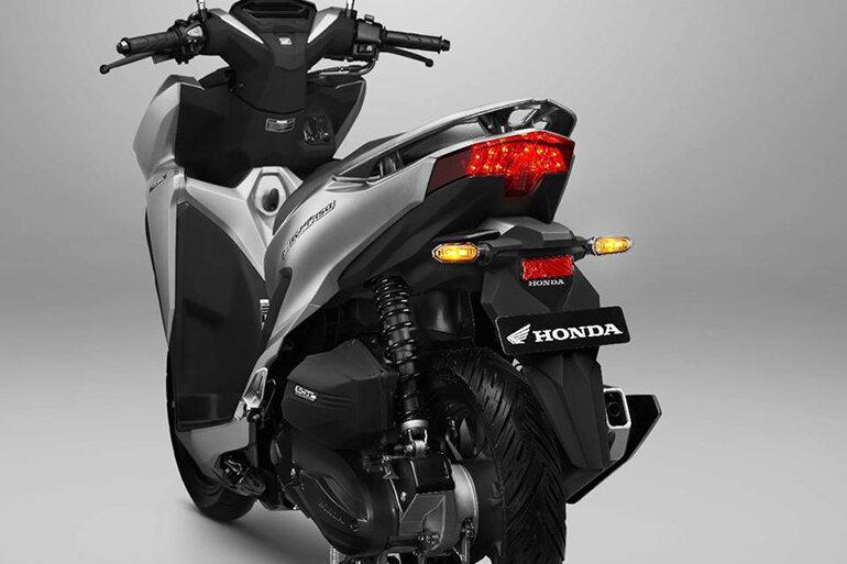 Trong số các loại xe tay ga 150cc thì Honda Vario 150 với màu sắc huyền bí cùng với kiểu dáng thời thượng đầy cá tính nổi bật như là siêu xe đáng sở hữu