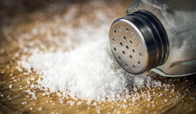 Muối là gia vị giúp khử mùi hôi hiệu quả nhất