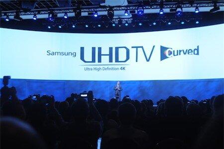 Samsung ra mắt UHD TV màn hình cong lớn nhất thế giới với kích thước 105 inch.