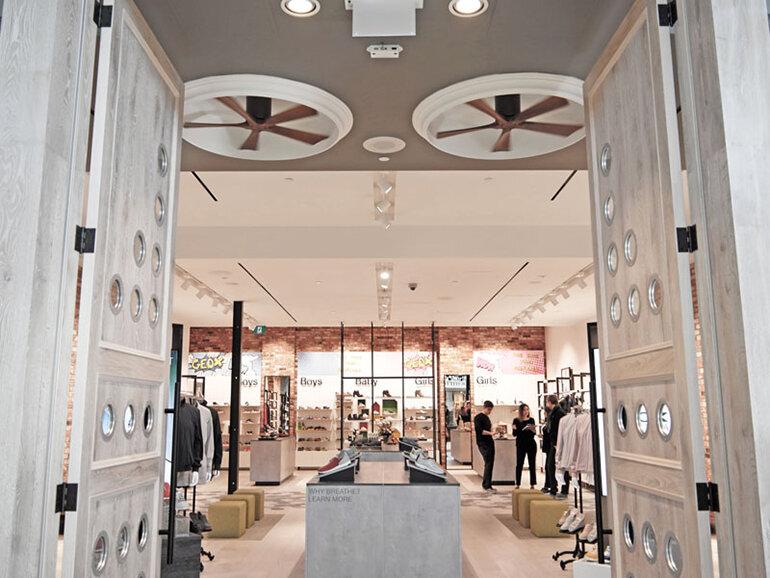 Một cửa hàng Geox cuốn hút người tiêu dùng