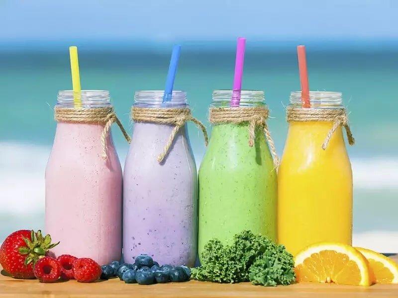 Nước ép trái cây là thức uống phổ biến ở quán cà phê.