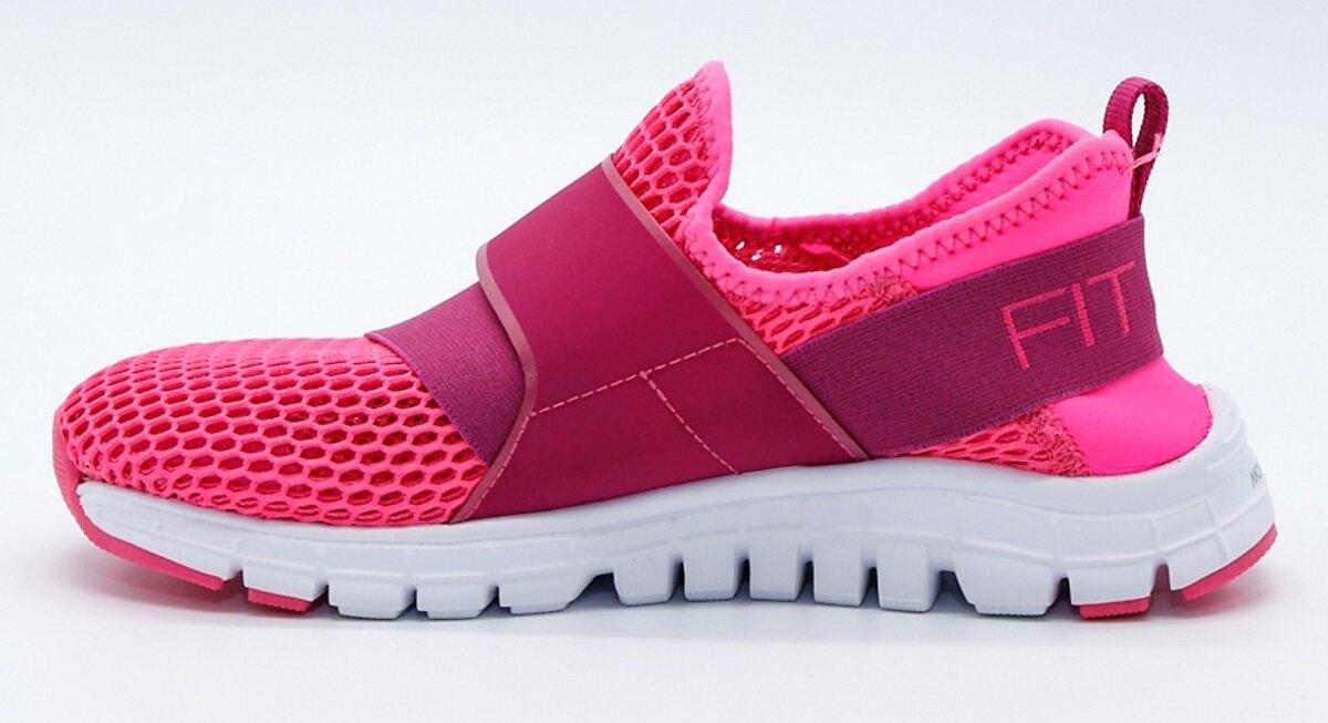 Giày lười là một trong các sản phẩm quen thuộc của chị em phụ nữ trong các chuyến đi phượt