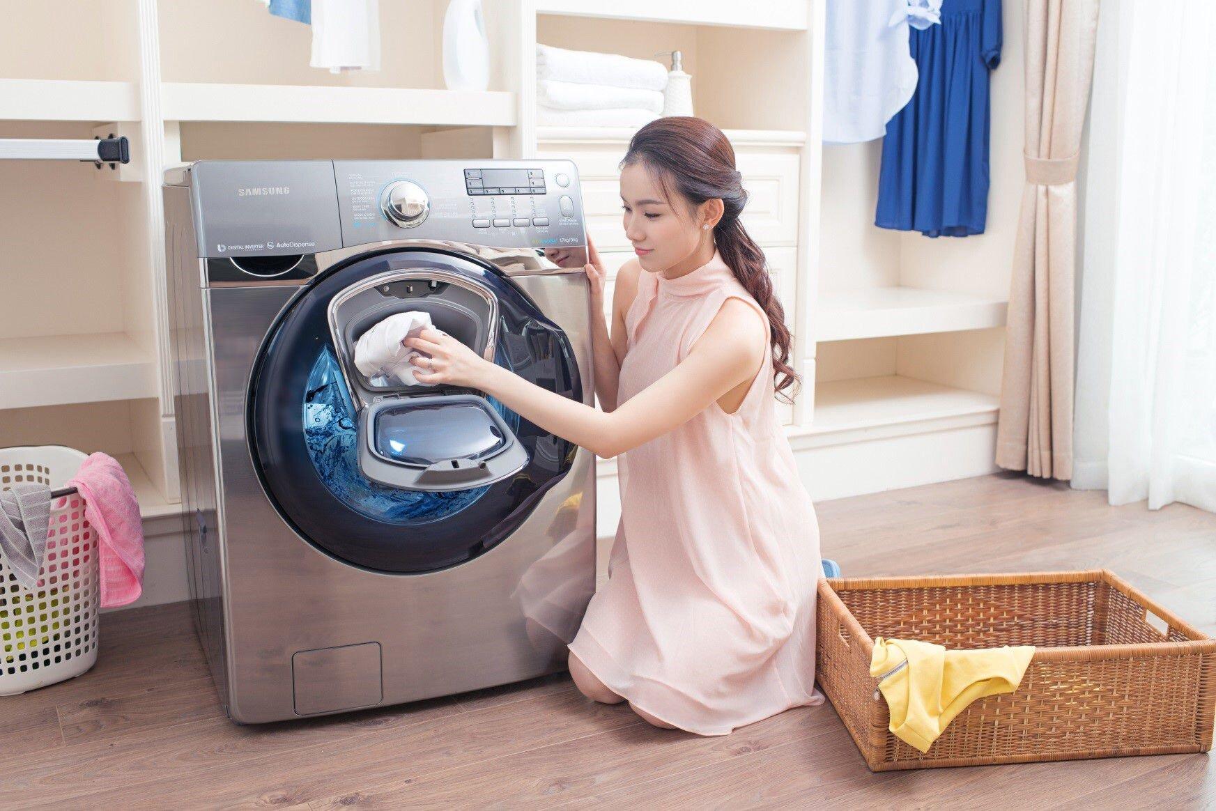 Với các tùy chọn bổ sung bạn có thể hẹn giờ hay chọn nhiệt độ nước giặt phù hợp.