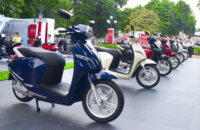 Xe máy điện VinFast với màu sắc trẻ trung mang đến nhiều sự lựa chọn.