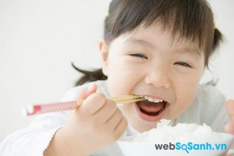 Sữa bột Dutch Lady Complete giúp trẻ biếng ăn ăn uống ngon miệng hơn