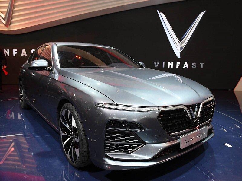 Mẫu xe hơi VinFast Lux A2.0 màu bạc sang trọng