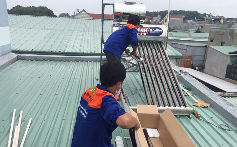 Lắp đặt bình nước nóng năng lượng mặt trời của Tân Á