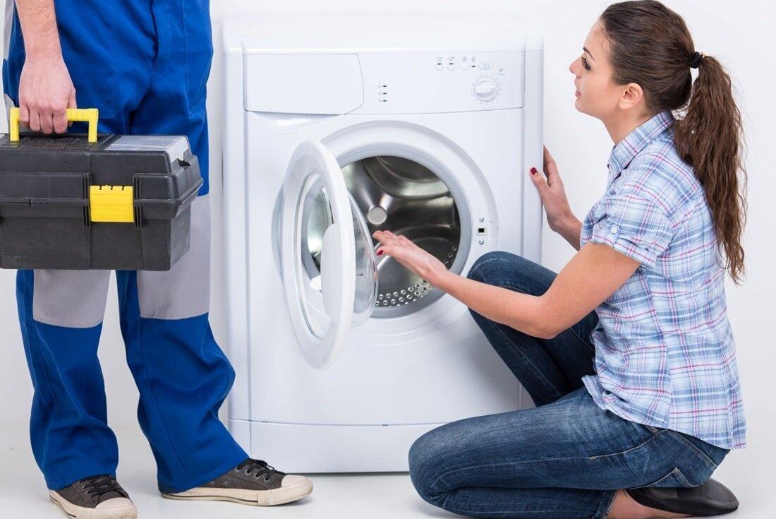 Tốt nhất nên gọi người sửa chữa, bảo trì máy giặt để kiểm tra và thay thế bơm xả bị hư