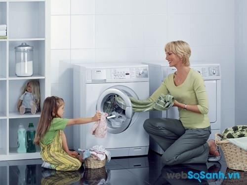 Máy giặt lồng ngang được hỗ trợ hệ thống máy nén Inverter vận hành êm ái
