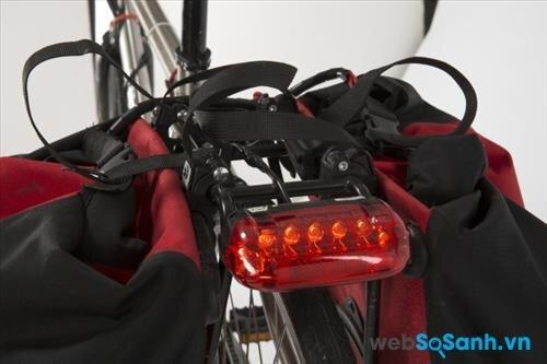 Tùy từng nhu cầu mà bạn có thể tích hợp thêm đèn báo hiệu phía sau