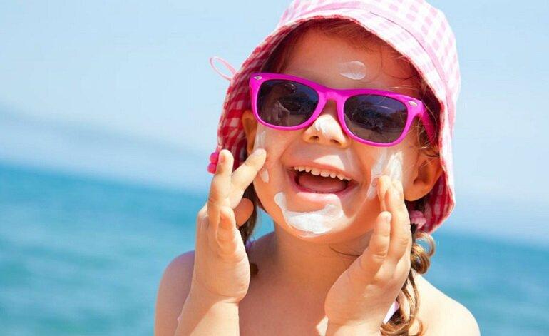 Kem chống nắng body có dùng để thoa cho mặt được không?