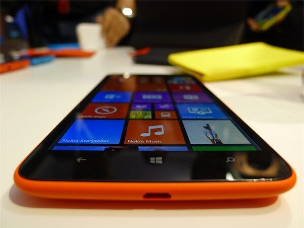 Lumia 1320 hoạt động mượt mà với Windows Phone 8