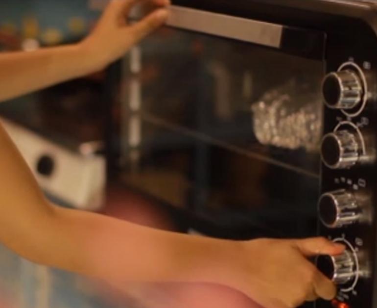 Chọn lò nướng có chế độ chỉnh được nhiệt độ từ 80 độ đến 250 độ C