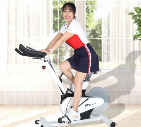 tự tập thể dục với máy chạy bộ tại nhà vừa tiết kiệm thời gian tranh thủ lúc ngủ dậy hoặc khi có thời gian rảnh lại đỡ phải vất vả đi lại bụi bặm mà không an toàn khi tham gia giao thông.