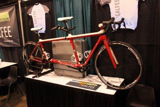 Chiếc xe đạp đôi này có thể chuyển đổi thành chiếc xe đạp đơn dễ dàng