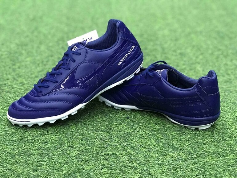Mềm, êm và thoải mái là ưu điểm nổi bật khi nhắc tới giày đá bóng Mizuno