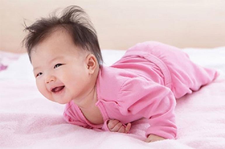 Khi bé được 6 tháng tuổi, 5 giác quan của bé đã có bước phát triển vượt bậc