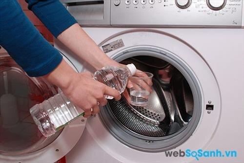 Có thể vệ sinh lồng giặt của máy bằng giấm trắng