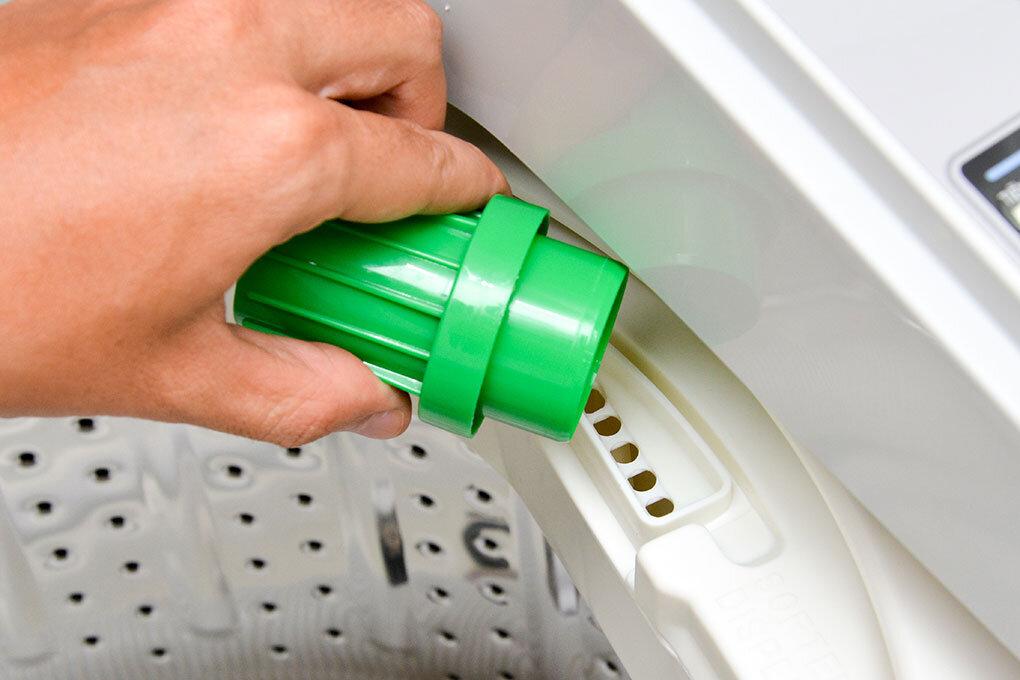 Nên dùng bột giặt hòa tan tốt hoặc nước giặt cho máy
