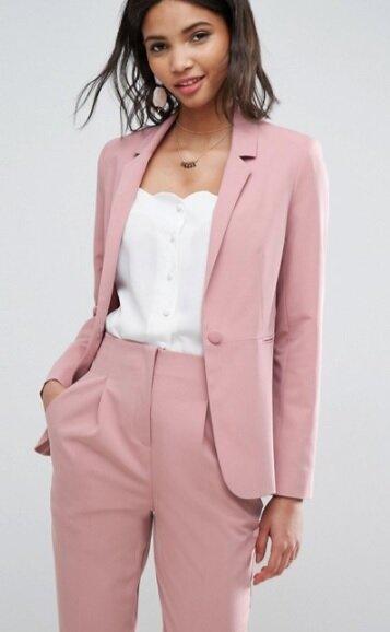 Đừng ngại thử những mẫu áo blazer màu sắc nhé! Hot trend 2018 đấy!