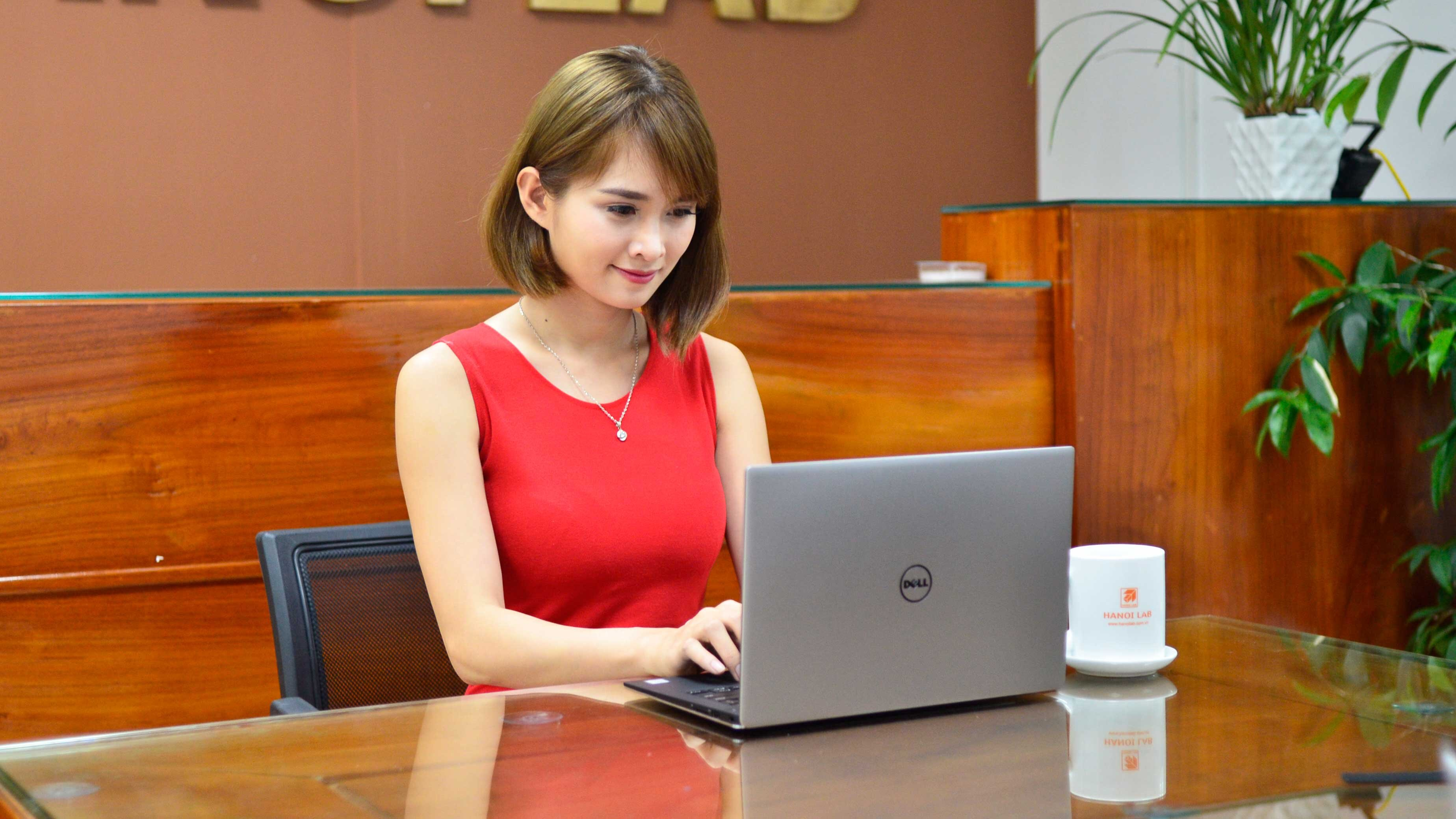 Laptop Dell cấu hình mạnh thiết kế mỏng nhẹ