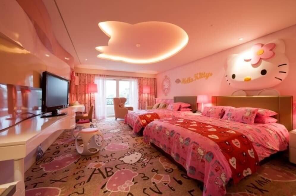 Nếu bạn đang lo lắng cho giấc ngủ của bé con nhà mình thì mẫu chăn ga gối đệm với họa tiết Hello Kitty này chính là một sự lựa chọn phù hợp đặc biệt là các bé gái. Cho đến hiện tại, sản phẩm đang đước bán trên thị trường với mức giá dao động từ 1.600.000 đến 1.900.000VND tùy vào các kích thước 120x200cm, 160x200cm hay 180x200cm