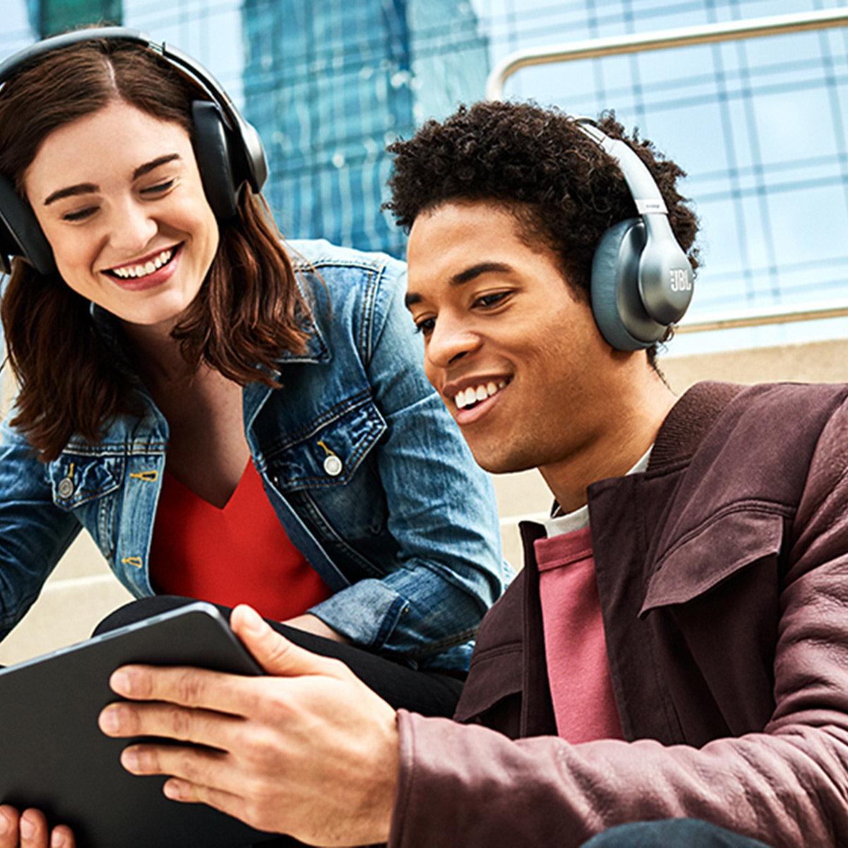 Tai nghe Bluetooth JBL Everest 710BT kiểu dáng đơn giản nhưng âm thanh sống động, chất lượng vô cùng