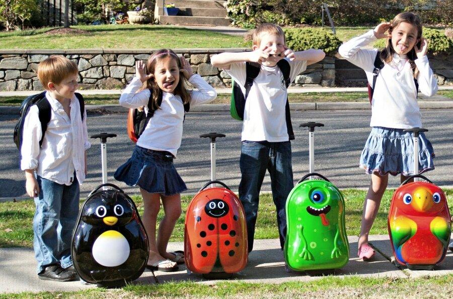 vali kéo nhựa cứng cho trẻ em
