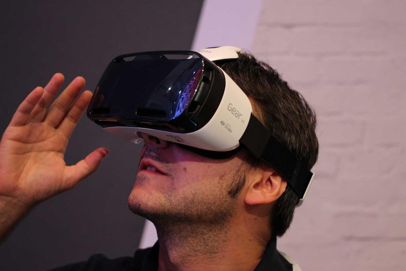 Bạn có nên xem phim bằng kính thực tế ảo