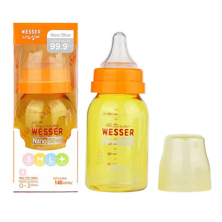 Bình sữa Wesser 140ml có núm ti mềm mại và dòng chảy vừa phải phù hợp với bé trên 4 - 6 tháng.