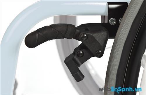Xe lăn cần có bộ phận phanh an toàn
