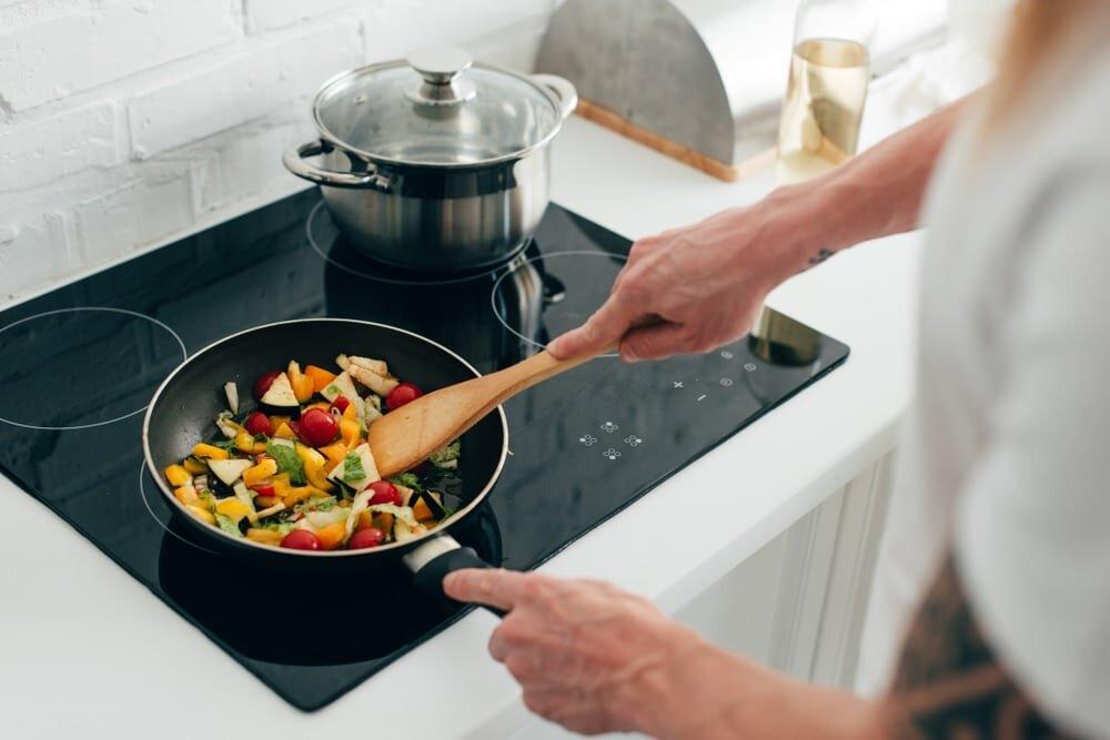 Chảo đáy nhiễm từ dùng được cho bếp từ có khá nhiều loại cho người dùng lựa chọn