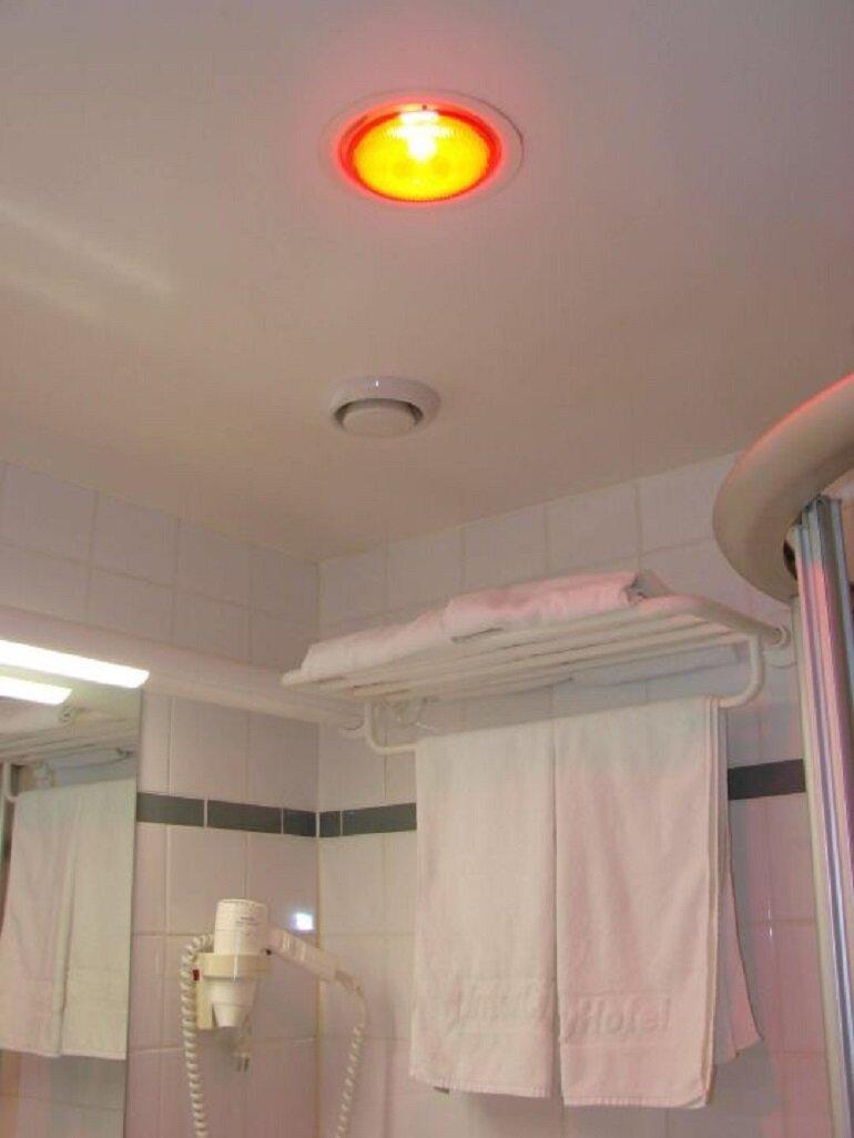 Sự tiện lợi khi dùng đèn sưởi nhà tắm âm trần