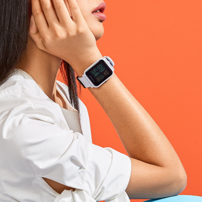 Đồng hồ thông minh Xiaomi watch có giá thành rất hợp lí