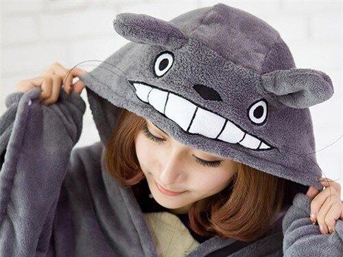 Gợi ý quà Giáng sinh và năm mới cho Nhân Mã: Áo choàng Totoro