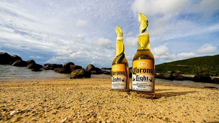 uống bia corona