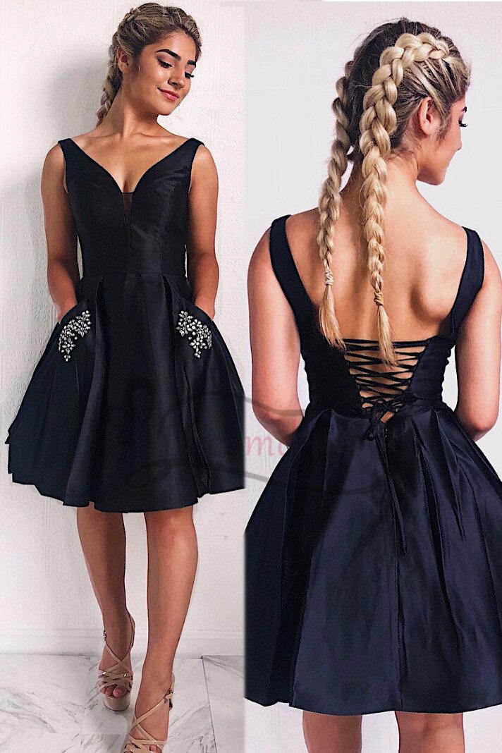 Thiết kế kinh điển váy đen LBD