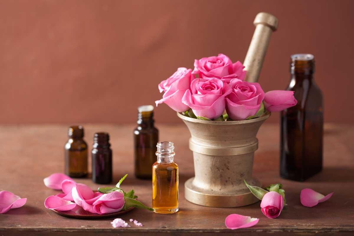 15 tác dụng tinh dầu hoa hồng trị mụn dưỡng da và 2 lưu ý khi dùng | websosanh.vn