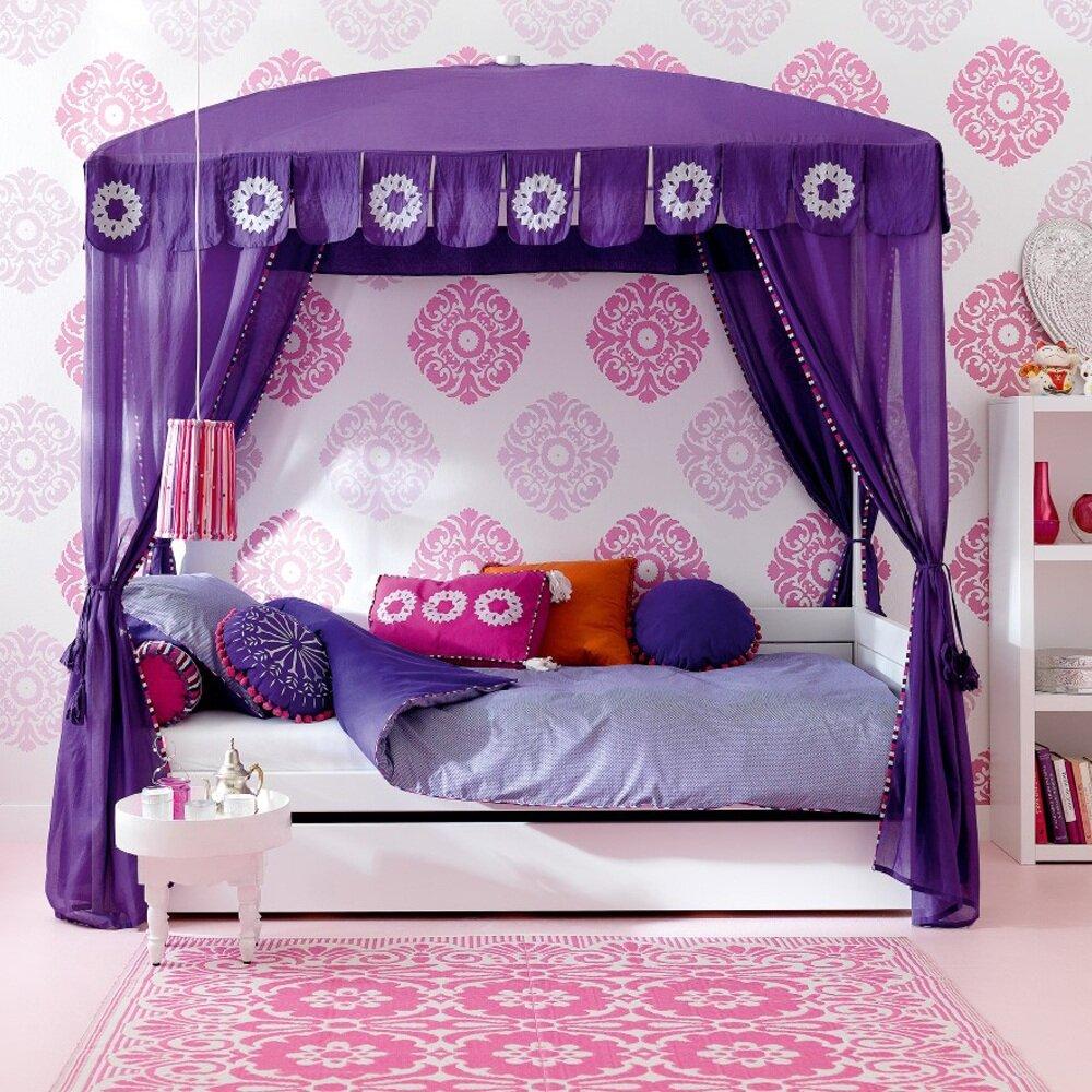 Đây là mẫu giường với họa tiết ma rốc lạ mắt