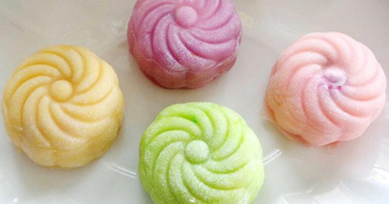 Làm bánh trung thu kem lạnh thưởng thức trong ngày tết Đoàn viên