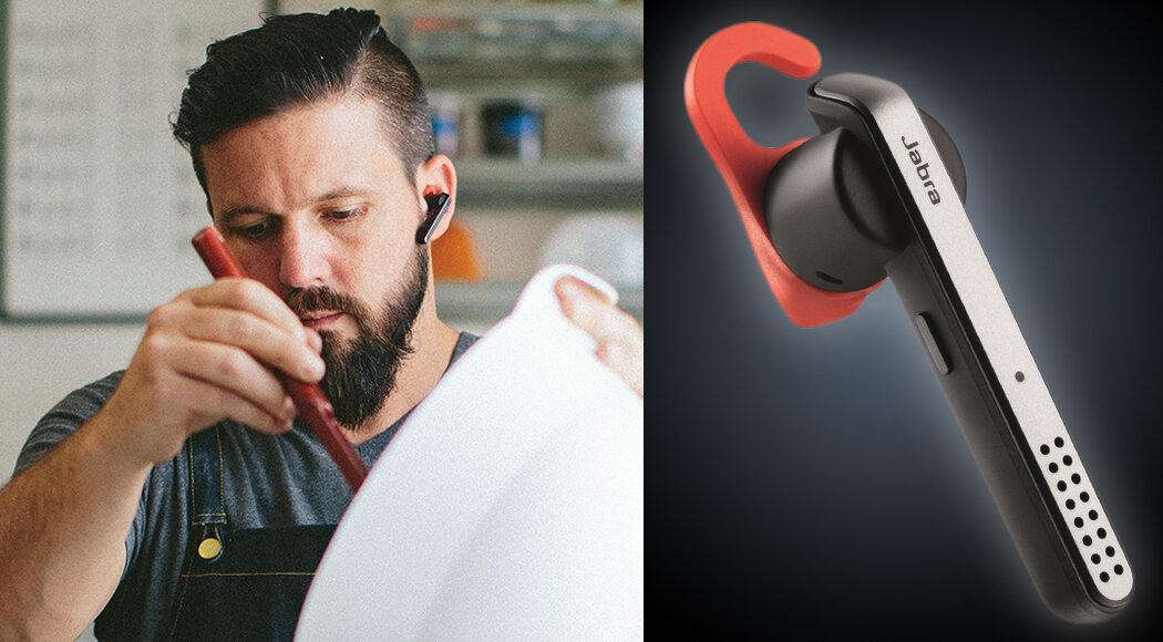Công việc làm bánh trở nên thú vị khi nghe nhạc với tai nghe Bluetooth