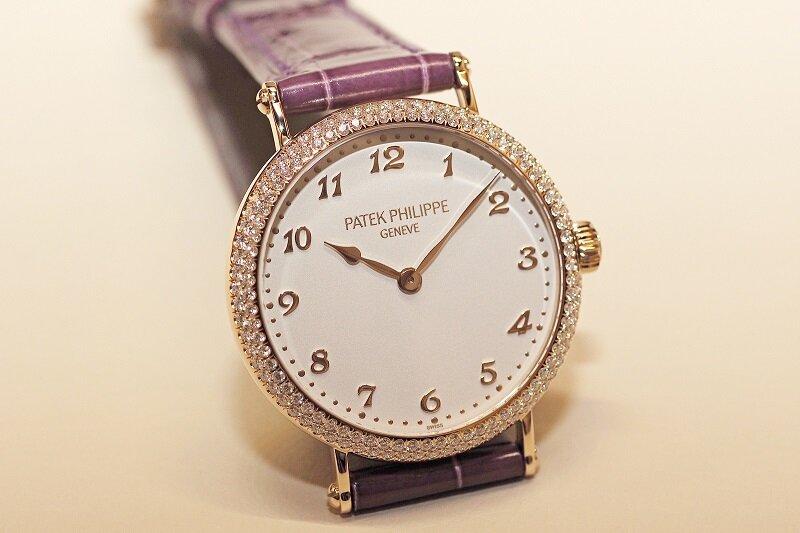 Đồng hồ Patek Philippe sang trọng với thiết kế đính kim cương cao cấp