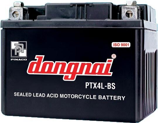 Ắc quy xe máy yếu điện cũng là nguyên nhân khiến đèn pha xe máy sáng yếu