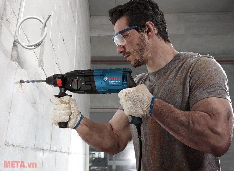 Máy khoan búa Bosch GBH 2-24 DRE cung cấp lực khoan cực khỏe
