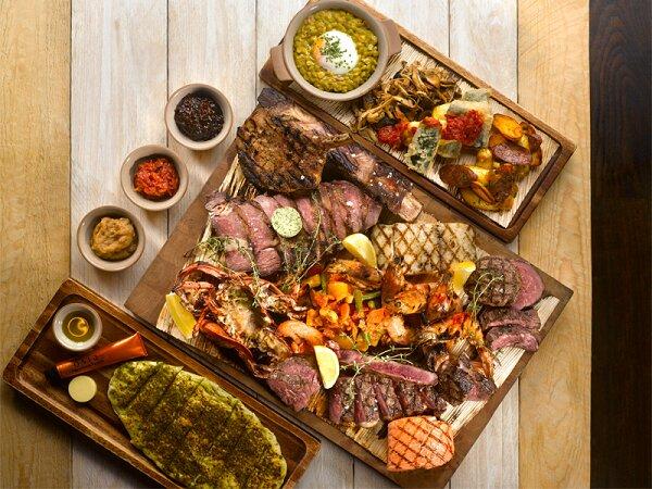 Thịt nướng cùng các loại hải sản nướng là các món rất ngon khi nướng bằng bếp nướng điện